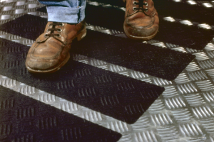 Bande adhésive antidérapante 3M safety walk sur tole durbar