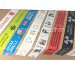rubans adhésifs personnalisés collés sur un carton